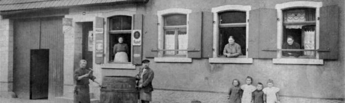 Erinnerungen an die Weiherer Hauptstraße im Laufe des 20. Jh.