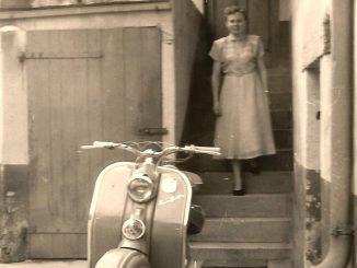Maria vor dem Haus