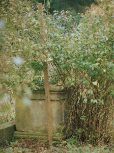 Sockel vom Kreuz auf dem alten Friedhof